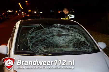 Voetganger geschept door auto in Waalwijk, man ernstig gewond naar ziekenhuis