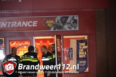 UPDATE: Man (18) meegenomen in auto na mishandeling en bedreiging met mes bij Jump XL in Waalwijk