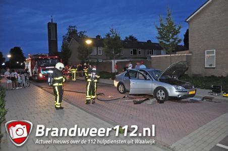 Bestuurder ziet tijdens rijden rook uit zijn auto komen in Waalwijk
