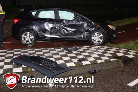 Vrachtwagen en auto botsen op elkaar aan de Pakketweg Waalwijk