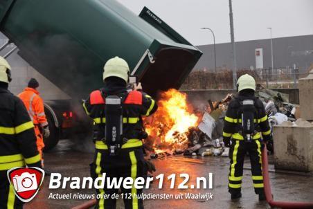 Perscontainer in brand gevlogen op milieustraat in Waalwijk