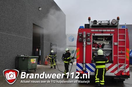 Machine met houtafval in brand in bedrijf Waalwijk