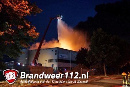 Opnieuw zeer grote brand bij recyclingsbedrijf Huiskes Metaal in Waalwijk