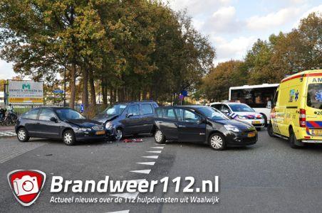 Ongeval tussen 3 auto's aan de Akkerlaan Waalwijk