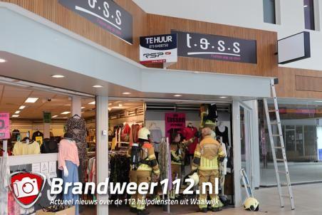 Transformator zorgt voor rookontwikkeling in kledingwinkel in winkelcentrum De Els Waalwijk