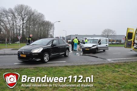 Vrouw raakt gewond bij botsing in Waalwijk