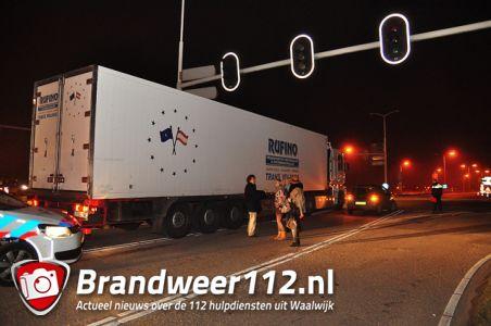Aanrijding door niet werkende verkeerslichten op de Midden-Brabantweg Waalwijk