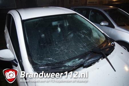 Opnieuw auto zwaar beschadigd met vuurwerk in buurt in Waalwijk