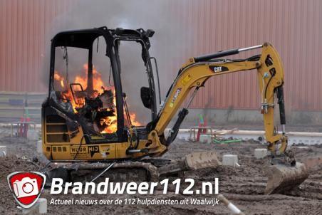 Graafmachine in brand aan de Industrieweg Waalwijk