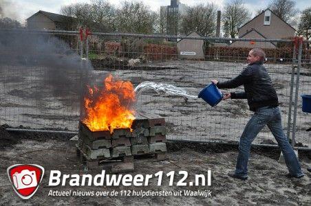 Rubberen blokken in brand aan de Van Duvenvoordestraat Waalwijk