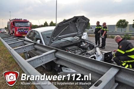 Automobilist verliest de macht over het stuur door bermbrand op de A59 Waalwijk