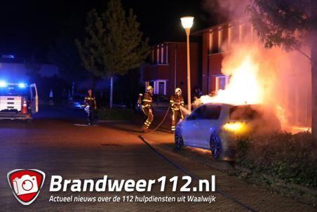 Auto in brand gestoken aan de Koetshuislaan in Waalwijk