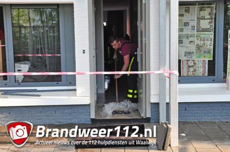 Brandweer en politie rukken uit voor wateroverlast in woning Waalwijk