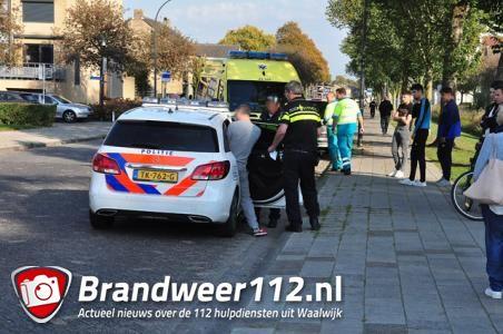 Dronken man slingert met auto over weg en valt achter stuur in slaap in Waalwijk