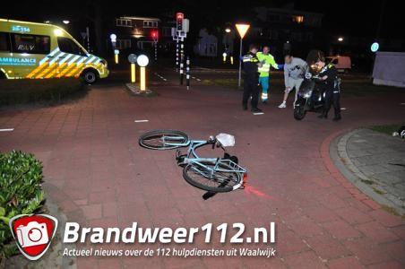 Snorscooter en fietser botsen tegen elkaar aan de Bachlaan Waalwijk