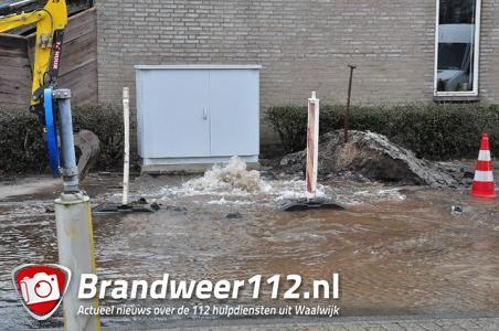 UPDATE: Flink waterballet door kapot getrokken hoofdleiding aan de Burgemeester Teijssenlaan Waalwijk