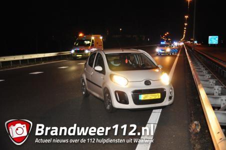 Drie auto's botsen en rijden tegen vangrail op A59 bij Waalwijk, weg is weer open