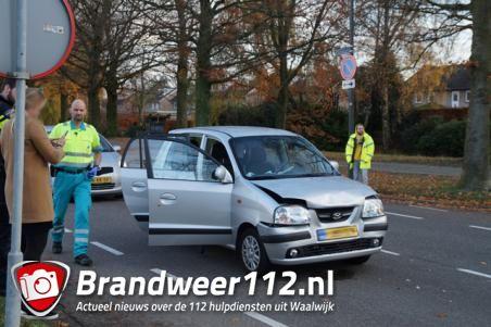 Passagier van auto gewond bij botsing in Waalwijk