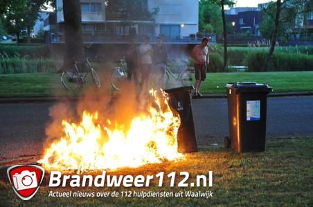 Container gaat in vlammen op aan de Artesiëstraat Waalwijk