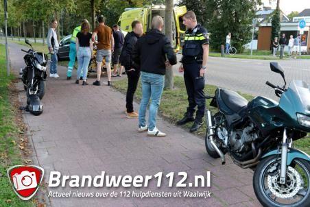 Motorrijder en fietser botsen tegen elkaar aan de Burgemeester Smeelelaan Waalwijk