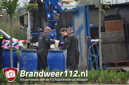 Gehuurd busje met meer dan 1100 kilo grondstoffen voor drugs gevonden op woonboulevard Waalwijk