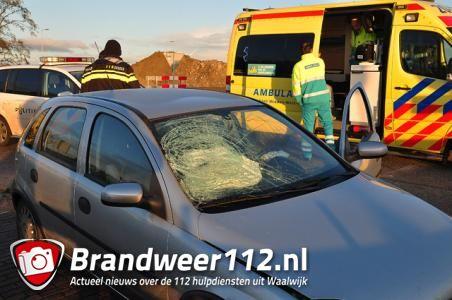 Vrouw rijdt met beschadigde auto door naar afslag A59 (Maasroute) Waalwijk