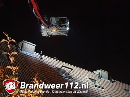Brandweer rukt uit voor katje op het dak aan de Burgemeester Teijssenlaan Waalwijk