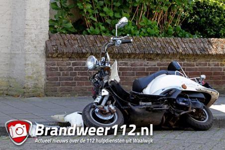 Jongen botst met scooter achterop auto aan de Grotestraat Waalwijk