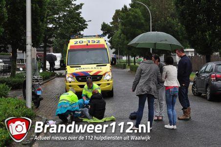 Vrouw gaat hard onderuit met snorscooter aan de Orteliuslaan Waalwijk