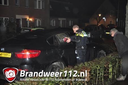 BMW brandt uit van binnen aan de Burgemeester Teijssenlaan Waalwijk