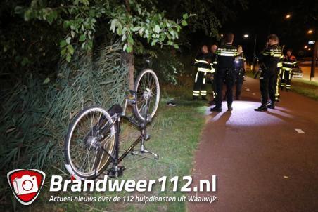 Fiets en schoen gevonden in Waalwijk, brandweer doorzoekt sloot op zoek naar eigenaar