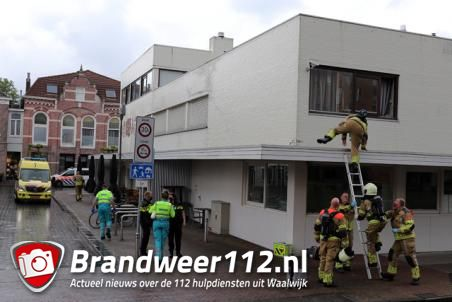 Brandweer rukt uit voor assistentie ambulance aan het Sint Jansplein Waalwijk