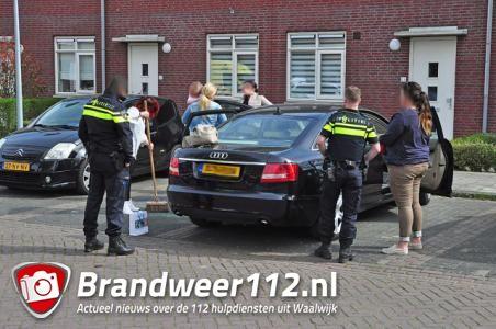 Hulpdiensten bevrijden ingesloten jongetje uit warme auto in Waalwijk