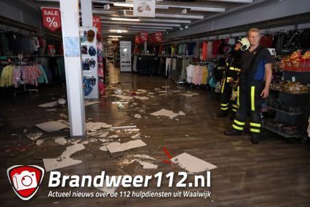 Wateroverlast in kledingwinkel De Kik in de Els Waalwijk