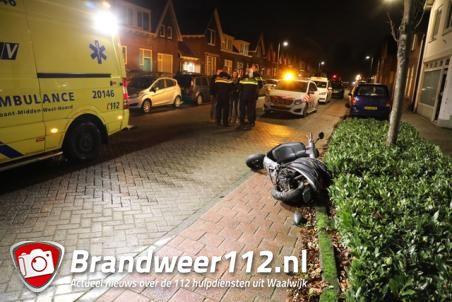 Auto en scooter botsen bij wegversmalling in Waalwijk op elkaar
