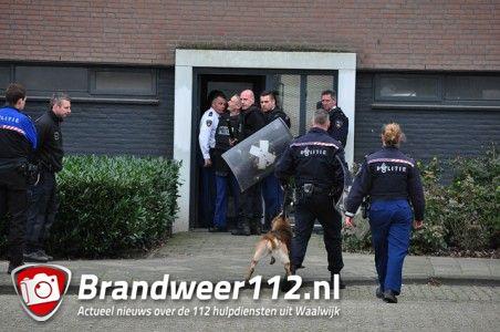 UPDATE: Veel politie inzet bij inval in woning aan de Noordstraat Waalwijk