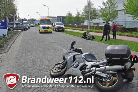 Motorrijder gaat hard onderuit aan de Tuinstraat Waalwijk