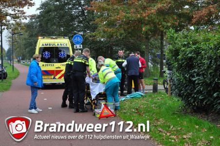 Wielrenner botst op andere fietser in Waalwijk