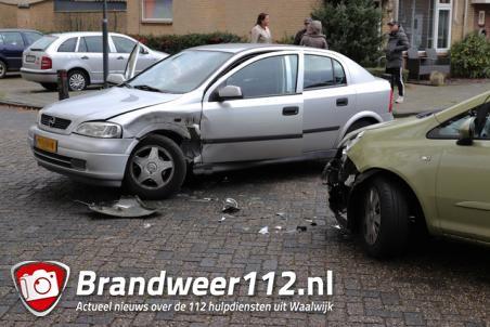 Twee auto's botsen aan de Coubertinlaan Waalwijk