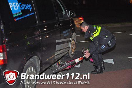 Meisje komt met haar fiets onder auto terecht aan de Mozartlaan Waalwijk