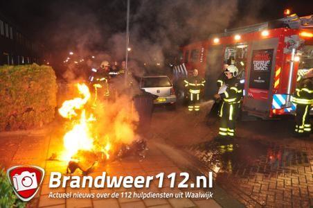 Containers gaan in vlammen op aan de Felix Timmermansstraat Waalwijk