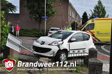 Twee gewonden bij ongeluk op kruising in Waalwijk