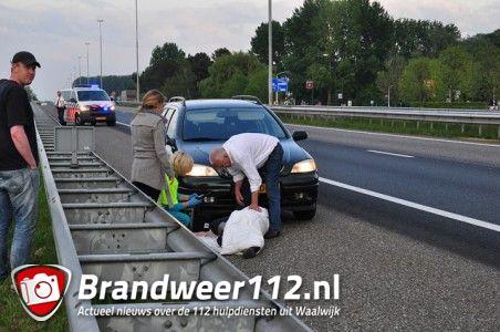Vrouw wordt onwel in auto op de A59 (Maasroute) Waalwijk