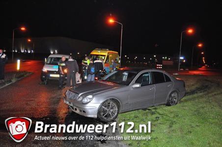 Bestuurder rijdt over betonblok aan de Schutweg Waalwijk