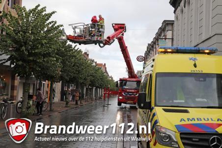 Brandweer rukt uit voor assistentie ambulancepersoneel aan de Grotestraat Waalwijk