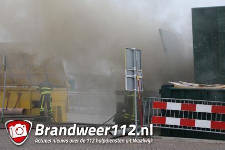 Brandweer heeft ruim uur nodig voor blussen brand bij milieustraat in Waalwijk