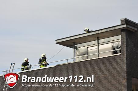 Dak van woning vat vlam in Waalwijk