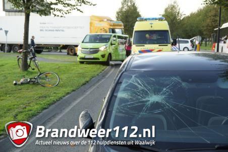 Fietsster geschept door personenauto op Midden-Brabantweg Waalwijk