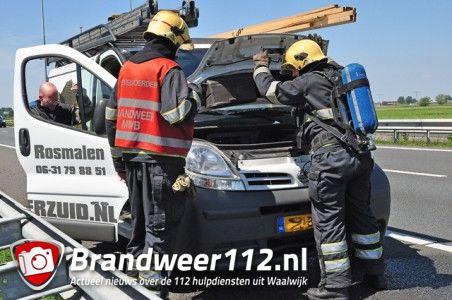 Bestuurder schrikt door rokende auto op de A59 (Maasroute) Waalwijk