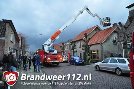 Vrouw gewond bij blussen schoorsteenbrand aan het Hoogeinde Waalwijk